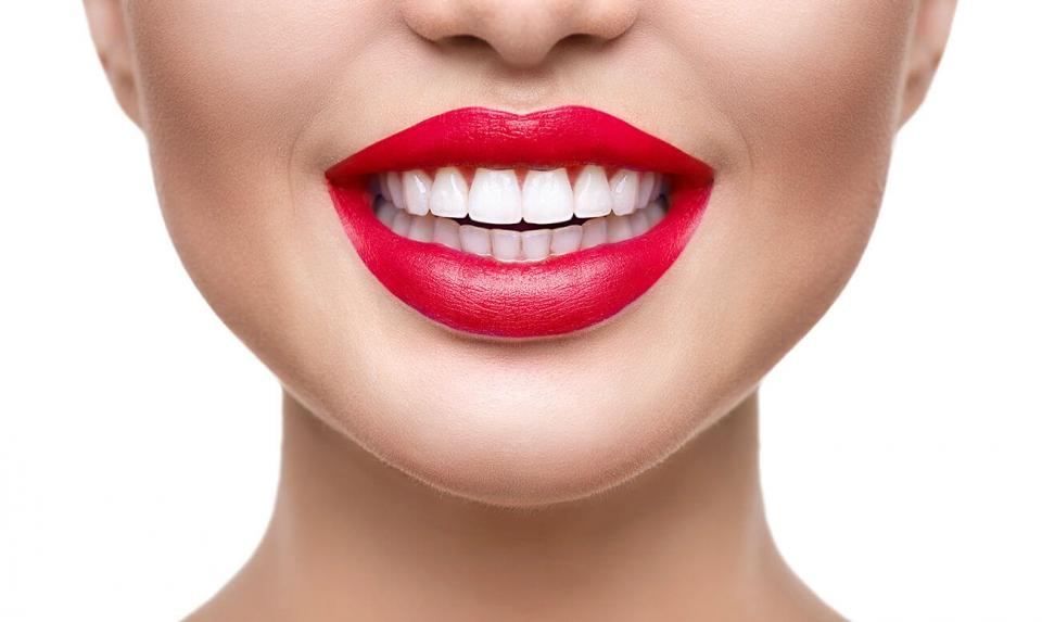 отбеливание зубов с помощью ультрафиолета